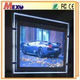 Soffitto che appende LED che fa pubblicità alla casella chiara con il blocco per grafici di cristallo della foto e che incide marchio