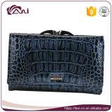 Pequeña carpeta azul popular de las mujeres del cuero genuino del grano del cocodrilo multicolora