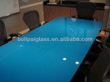 ガラス背部絹の印刷のテーブルの上