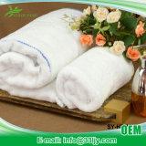 4 полотенца PCS очень дешевых пушистых для салона