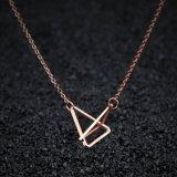 方法宝石類のステンレス鋼のローズの金の三角形の鎖骨のペンダントのネックレス