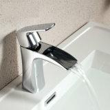 Mélangeur de cuivre de robinet de cascade à écriture ligne par ligne de salle de bains de chrome de bassin