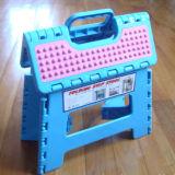 طويت فوق بلاستيكيّة كرسي تثبيت وطاولة لأنّ حد مع [س]