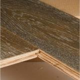 L'antiquité a gravé le plancher en bois conçu par parquet multicouche d'orme