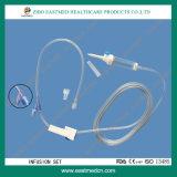 IV die gevend Reeks/Infusie met Naald wordt geplaatst