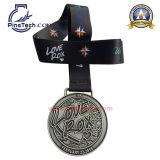 Medalha de carnaval de 2015 com acabamento de prata antigo e esmalte macio, Design de obras de arte gratuitas
