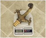 Mezclador doble de cobre amarillo antiguo del agua del cuarto de baño de la maneta