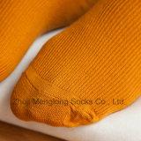 Form-Mädchen-langer Socken-Winter-warme Socken