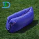 折りたたみ椅子の水に膨脹可能な屋外の空気ソファーを膨脹させなさい