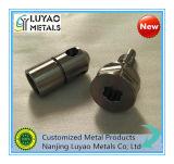 CNCの鋼鉄機械化の部品、機械で造るCNC CNCの機械化の部品を回すCNC