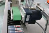 El PLC controla la pequeña máquina de etiquetado del encogimiento de la funda de la botella