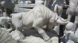 Scultura di scultura animale dell'uccello della roccia granitica caolinizzata/