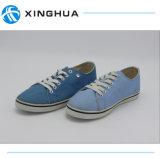 Blauwe Toevallige Schoenen van het kant de omhoog diep
