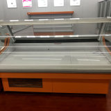 Изогнутый стеклянный случай холодильника гастронома мяса супермаркета задней части двери сползая стекла