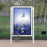 ライトボックスを広告するEquipmet LEDのスクローリングを広告する通り