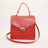 La fabbrica delle signore di Hangbag personalizza il sacchetto di mano