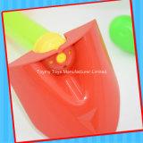 플라스틱은 아이를 위한 사탕을%s 가진 물 사수 바닷가 장난감을