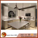 白い水晶石の台所または浴室のカウンタートップ
