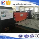 Banda transportadora automática que alimenta la prensa hidráulica del corte