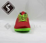 Ботинки атлетических людей идущие, обувь спортов