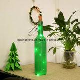 Голубой шнур пробочки бутылки вина освещает батарею - приведенную в действие для декора свадебного банкета бутылки DIY рождества