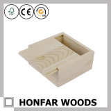 Piccola casella di legno non finita di immagazzinamento in il contenitore di regalo con la parte superiore della trasparenza