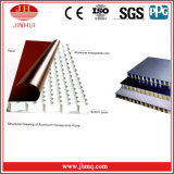 Los paneles ligeros de aluminio del edificio