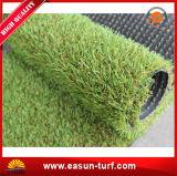 Hierba que cultiva un huerto sintetizada del césped artificial con de calidad superior