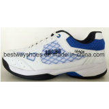 La maille chausse les chaussures sportives d'espadrille