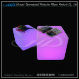 Rgb-bunter Stab sitzt LED-Würfel mit LLDPE Material vor
