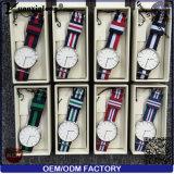 Reloj ocasional de las mujeres de los hombres del cuarzo del diamante Yxl-218 del reloj del diseño simple de la correa de la manera de nylon colorida elegante de encargo promocional del reloj