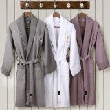 中国タオルの工場はOEMの顧客の綿に白いホテルの浴衣をした
