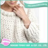 Белые большие супер громоздкие картины свитера Knit пряжи шерстей