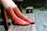 若者の高品質の方法デザイン刺繍のロゴの綿によって編まれるソックス