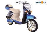 """""""trotinette"""" elétrico do pedal de duas meninas da roda com o pneu sem câmara de ar do alarme"""