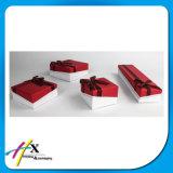 中国OEMの工場は宝石類のパッケージのためのペーパーギフト用の箱を作る