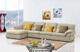 居間の家具のためにセットされる普及したソファー