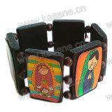 Schönes hölzernes Armband mit Karikatur-Abbildungen