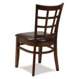 椅子を食事する簡単な木のレストラン