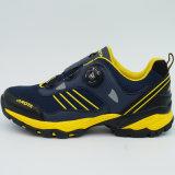 Новые ботинки напольных спортов высокого качества конструкции Hiking ботинки поворачивая пряжку
