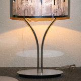 Classic Hotel decorativo de acero inoxidable tallado sombra lámpara de mesa