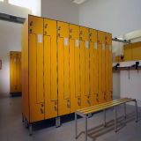 2 Türen prüften Schließfach mit Nummernschild