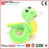 Serpent mignon de jouet de peluche pour le garçon