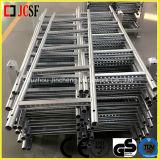 Stahlstrichleiter oder Jobstepp-Strichleiter im Baugerüst
