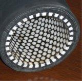 高圧陶磁器の並べられたゴム製ホース