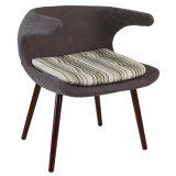 装飾されるガラス繊維のシェル椅子を食事する