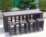 Таблица и табуретка мебели штанги ротанга для напольной мебели