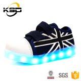 LEDの子供のための軽いシミュレーションLEDの靴が付いているベストセラーの2016の子供のズック靴
