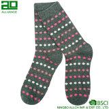 Новой связанные конструкцией носки женщин хлопка