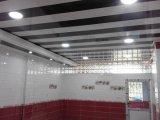 熱い押すPVCはPVC天井板の装飾的な天井25cmにパネルをはめる